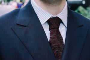 Quelles sont les règles à respecter lorsque l'on porte un costume? - image guide-costume-homme-matiere-image-titre-1-300x200 on https://gianniferrucci-tlse.fr